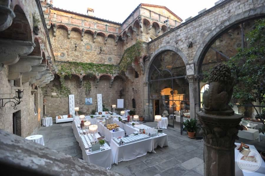 Castello Del Vincigliata Courtyard Wedding
