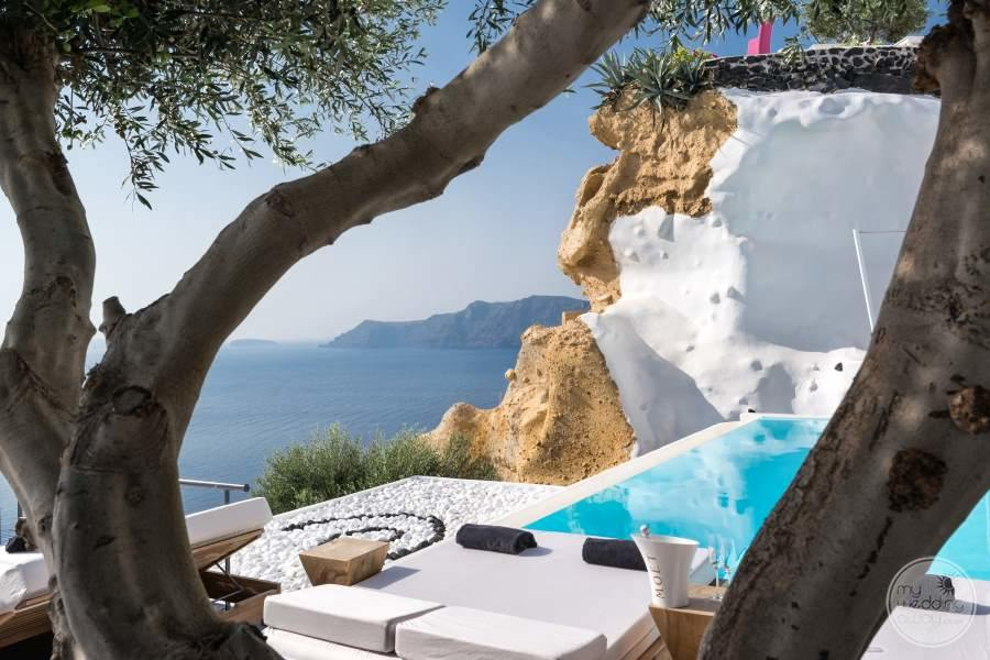 Andronis Luxury Suites Poolside Sunbeds