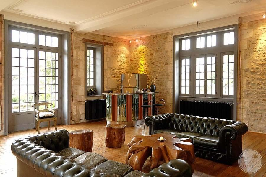 Cateau de la Couronne Lounge Area