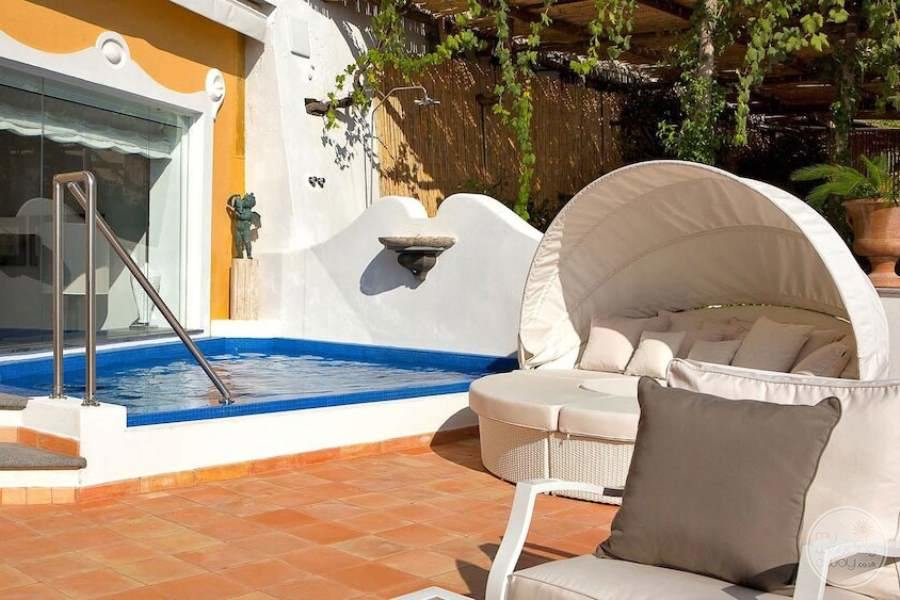 Jacuzzi pool with white daybed