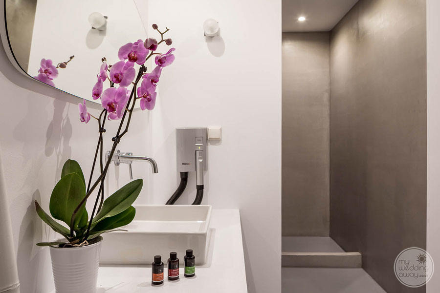 bathroom with  Bath amenities and orchids