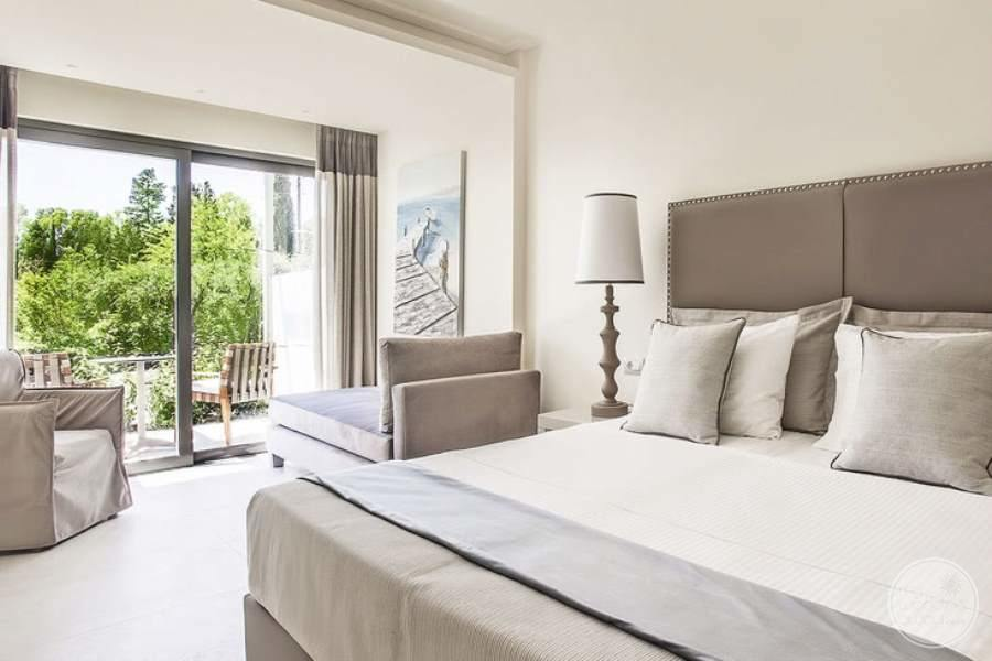 King Room with upscale decor of white and brown