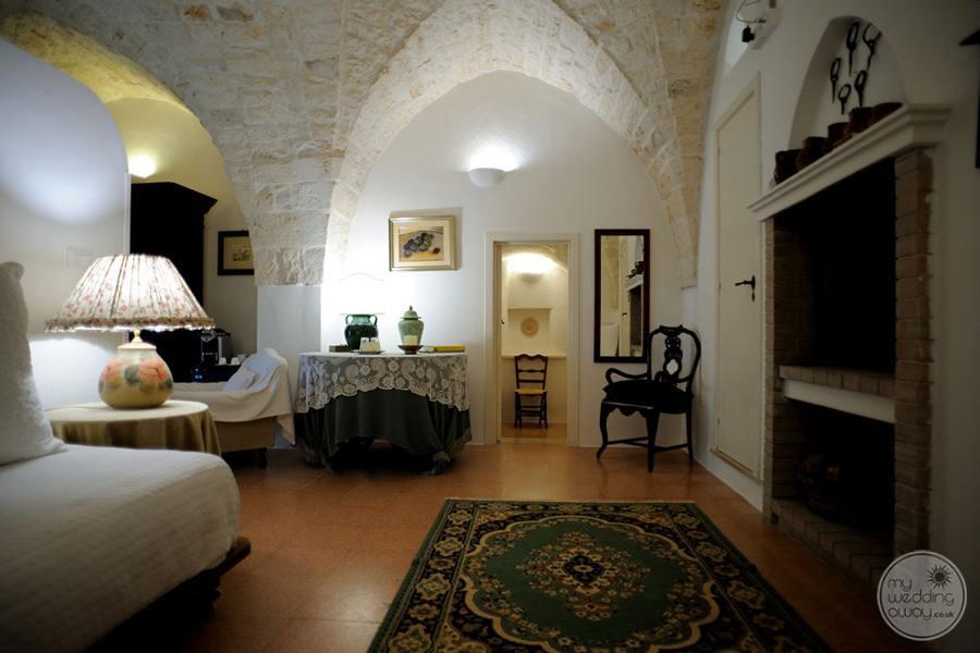 Masseria L'Antico Frantoio Hotel bedroom rug and decor