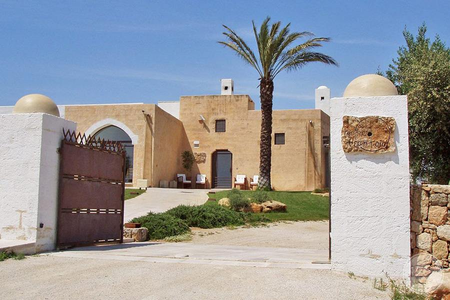 Masseria L'Antico Frantoio Hotel entrance gate and driveway to property