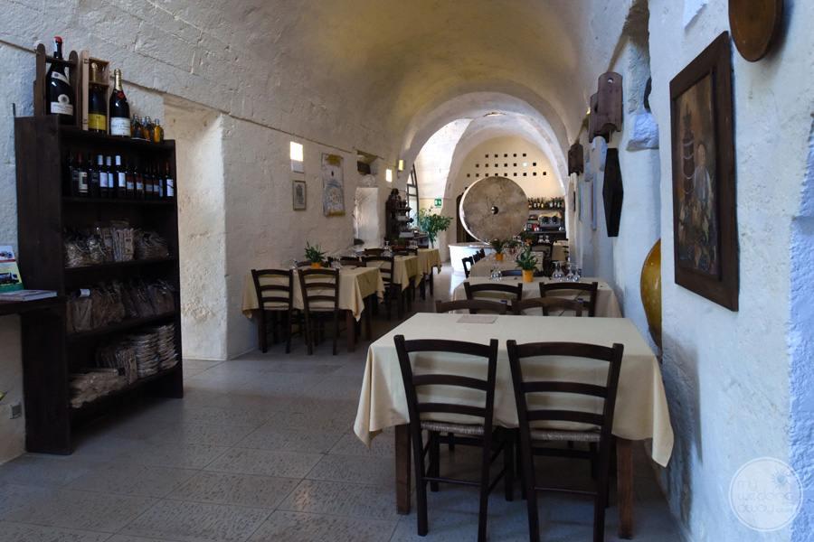 Masseria L'Antico Frantoio Hotel dining area with table setup
