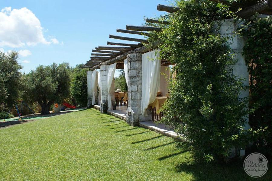 Masseria L'Antico Frantoio Hotel restaurant lawn and gardens