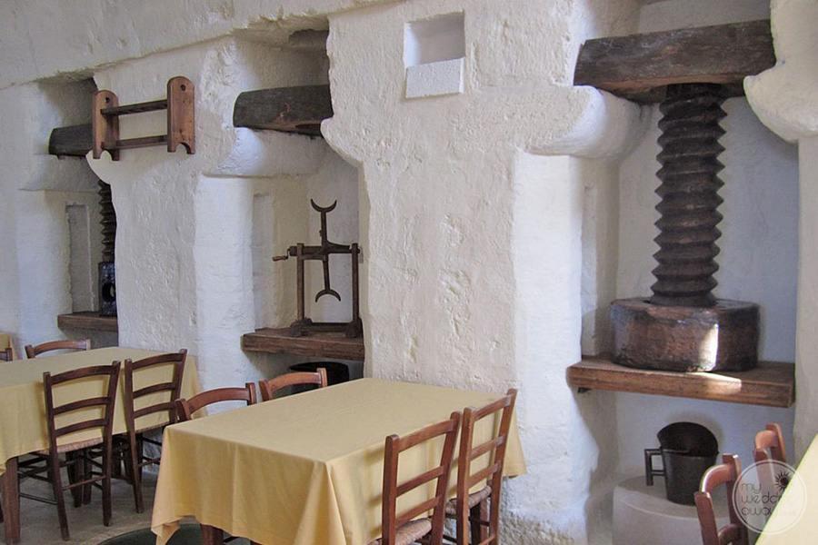Masseria L'Antico Frantoio Hotel restaurant table set up