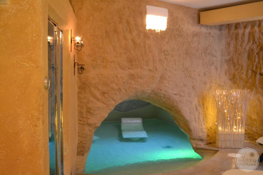 relaxation pool area in the spa with sparkle lighting