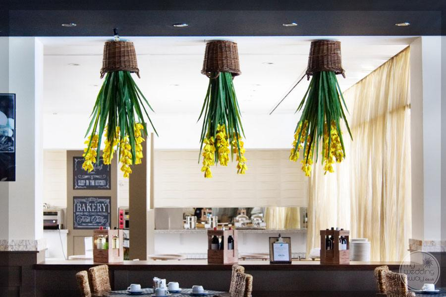 Monte da Quinta dining room with hanging planters