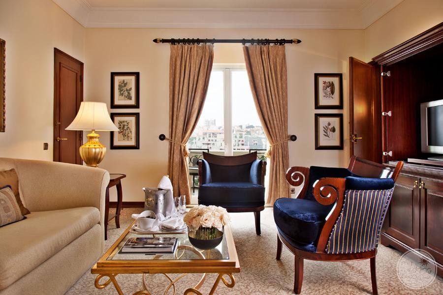 Palacio Estoril Hotel room lounge area