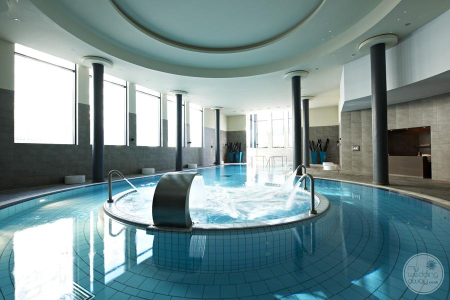 l Spa pool area with massage water equipment