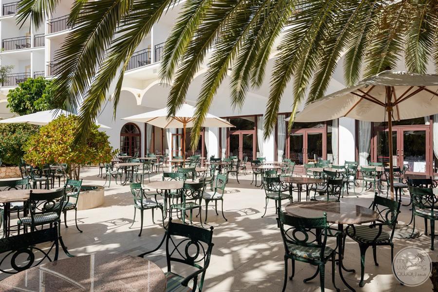 Penina Hotel and Golf Resort outdoor restaurant set-up