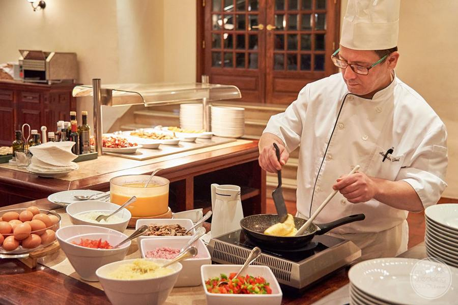 Penina Hotel and Golf Resort restaurant buffet breakfast