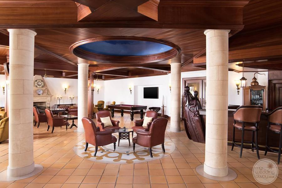 Pine Cliffs Resort restaurant with marble columns