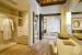Como-Maalifushi-bedroom-closet