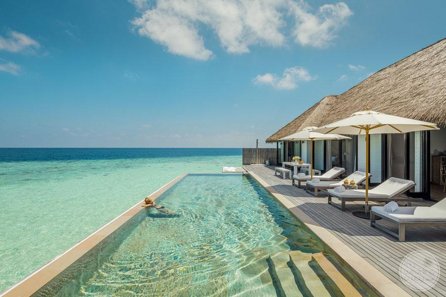 Guest Rooms with large infinity pool overlooking the ocean