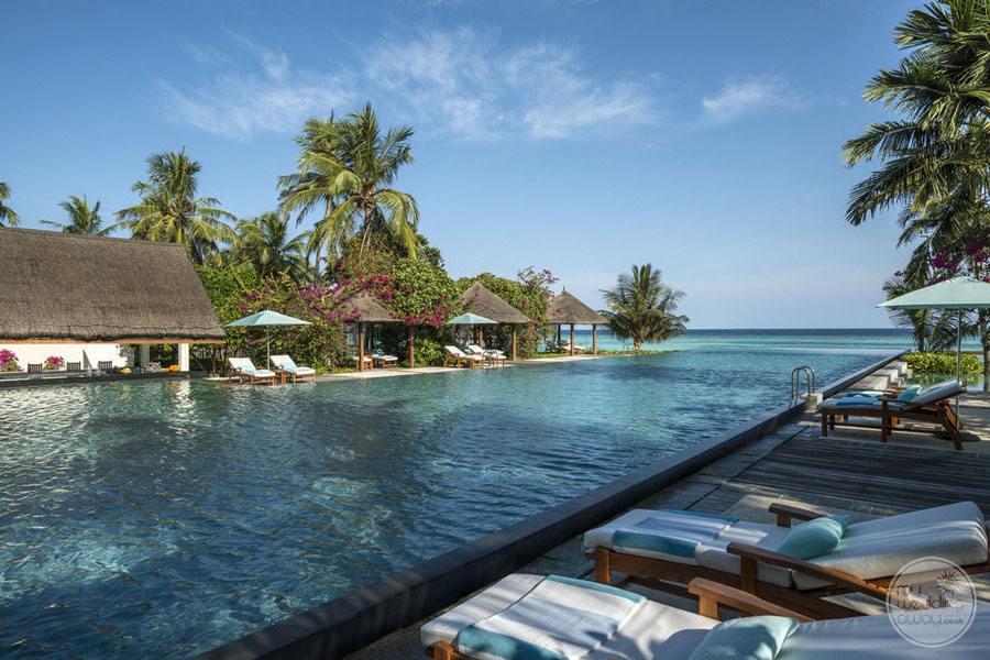 Four Seasons Maldives at Landaa Giraavaru Infinity Pool Area