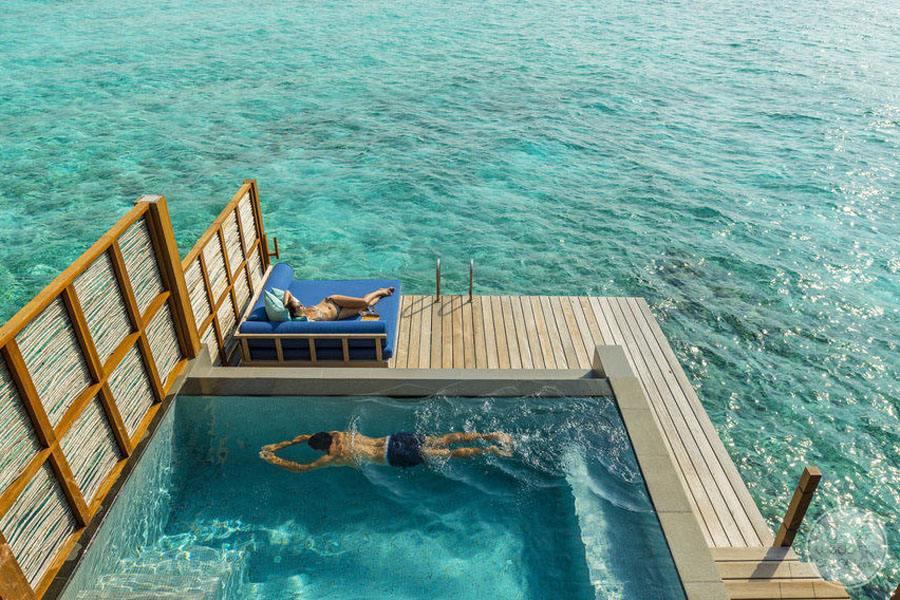 Four Seasons Maldives at Landaa Giraavaru Lounge Over Water