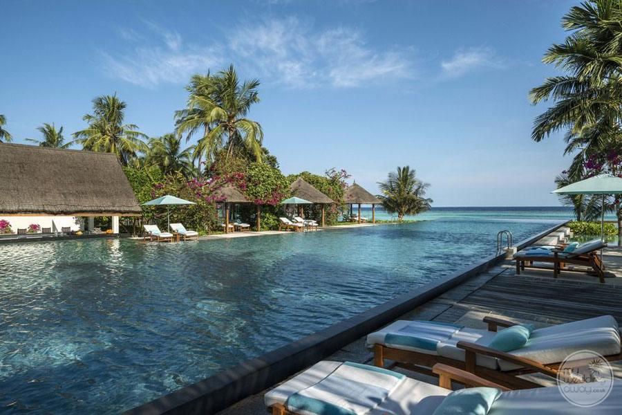 Four Seasons Maldives at Landaa Giraavaru Main Pool