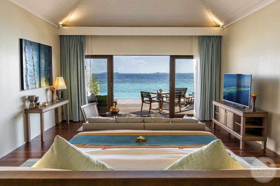 Hurawalhi Island Resort Bedroom with Oceanview