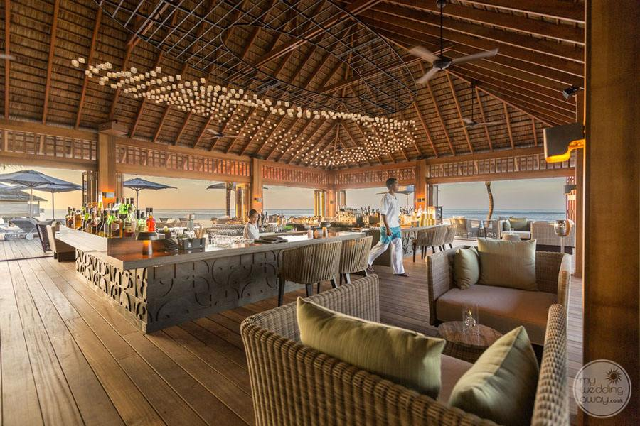 Hurawalhi Island Resort Open Restaurant