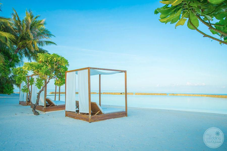 Vibes Beach with lounge beds on the sand