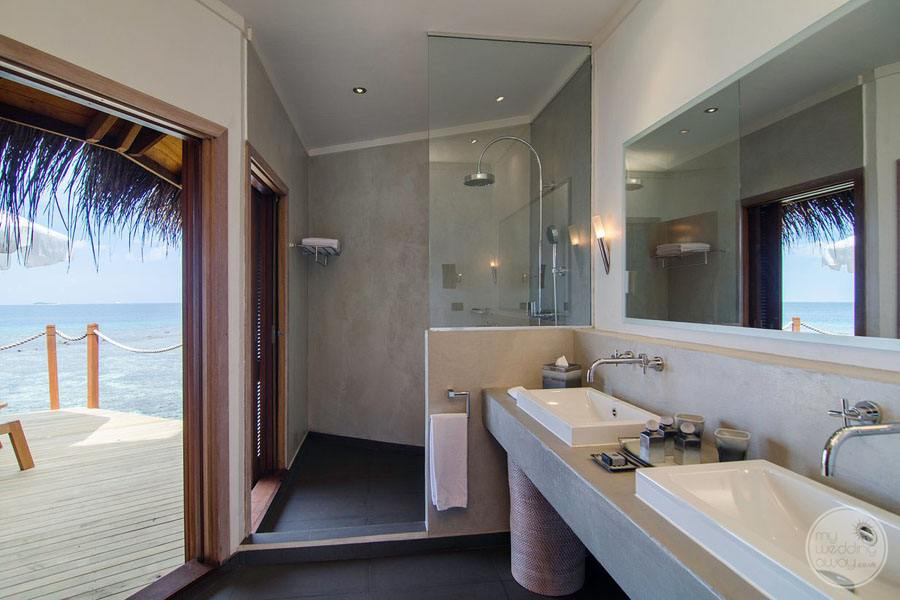 Mirihi Island Resort Villa Bathroom