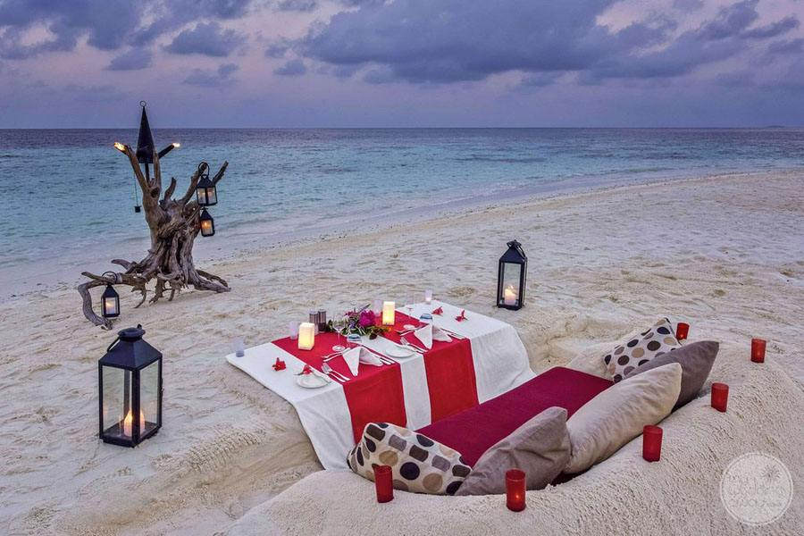 Beach Dining romantic set up for two