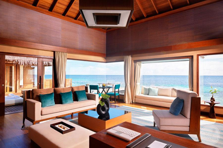 Bedroom Lounge Area overlooking the ocean