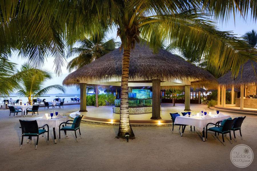 Sheraton Maldives Full Moon Resort and Spa Outside Dining