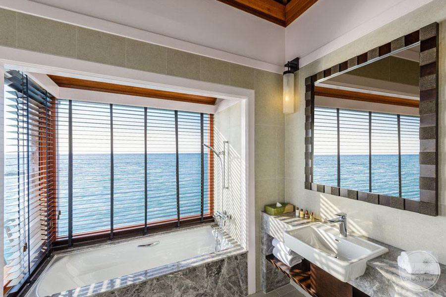 Sheraton Maldives Full Moon Resort and Spa Suite Bathroom
