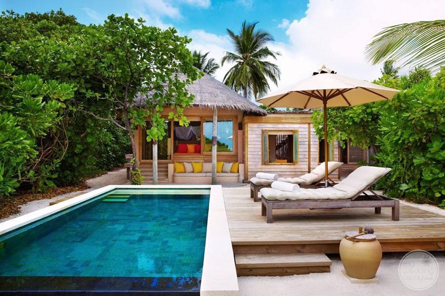Six Senses Laamu infinity Pool Lounge Area
