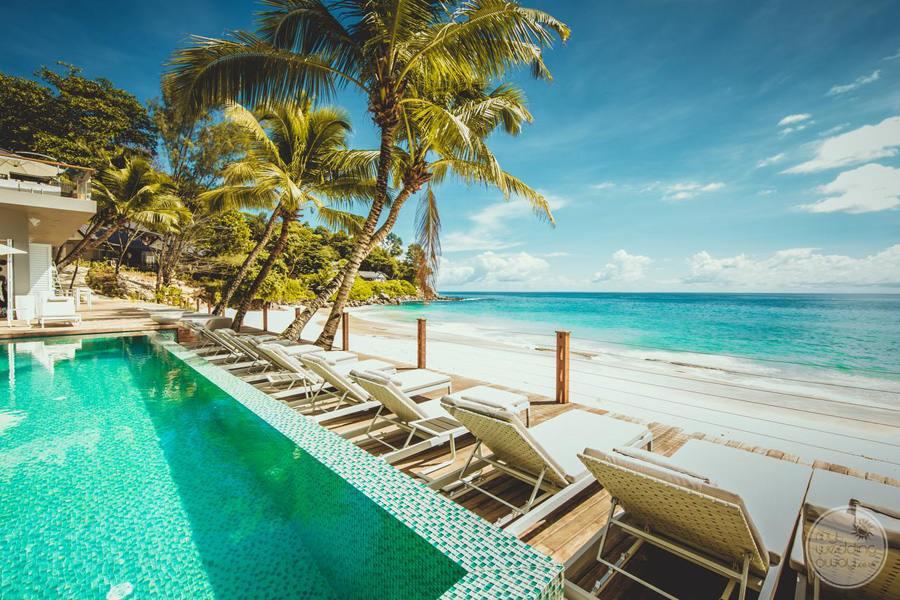 Carana Hilltop Villa iInfinity Pool Lounge Chairs