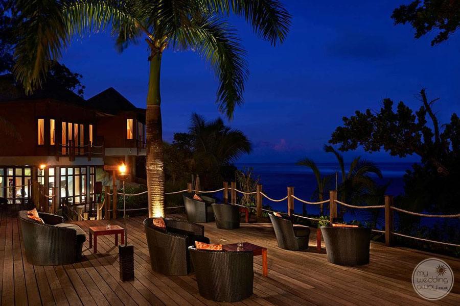 Doubletree by Hilton Seychelles Allamanda Resort and Spa Bar Lounge