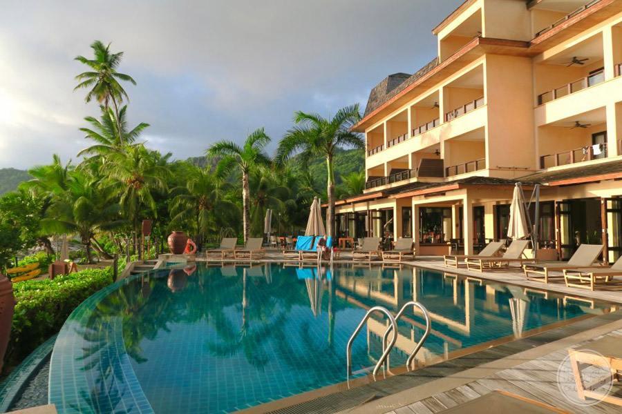 Doubletree by Hilton Seychelles Allamanda Resort and Spa infinity pool
