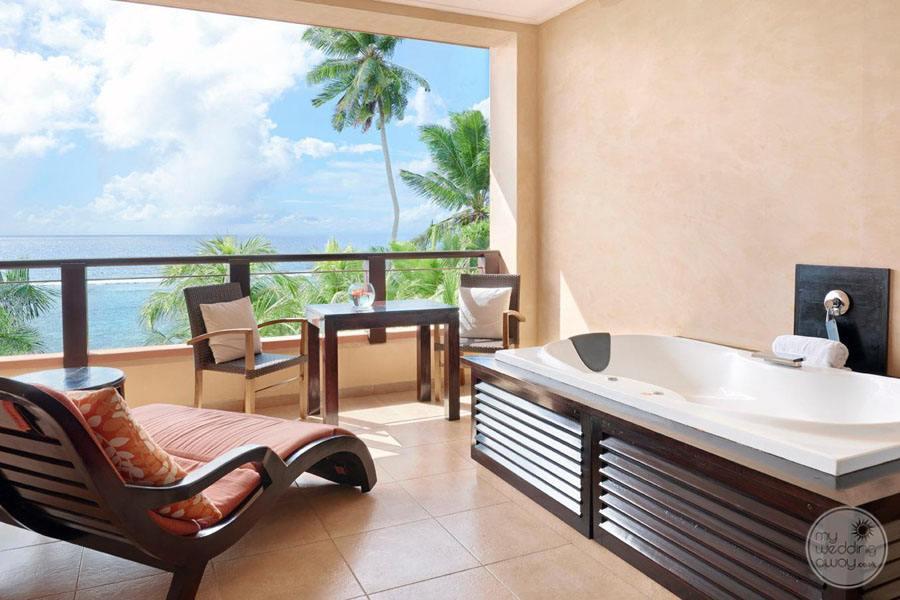 Doubletree by Hilton Seychelles Allamanda Resort and Spa room tub
