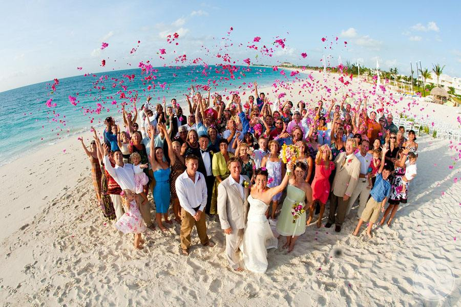 Beach Wedding Groupe Picture
