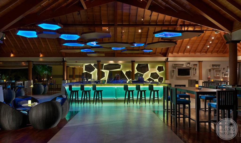 Hilton Seychelles Labriz Resort and Spa bar