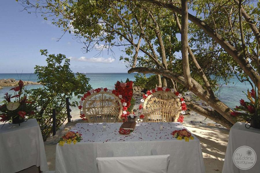 Hilton Seychelles Northolme Resort and Spa wedding ceremony table