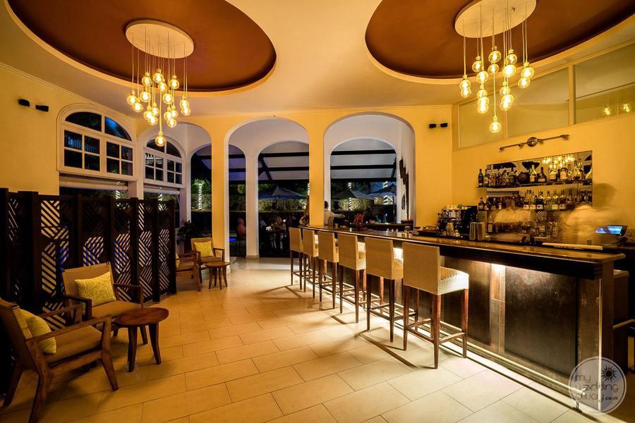 Hotel L'Archipel Seychelles bar