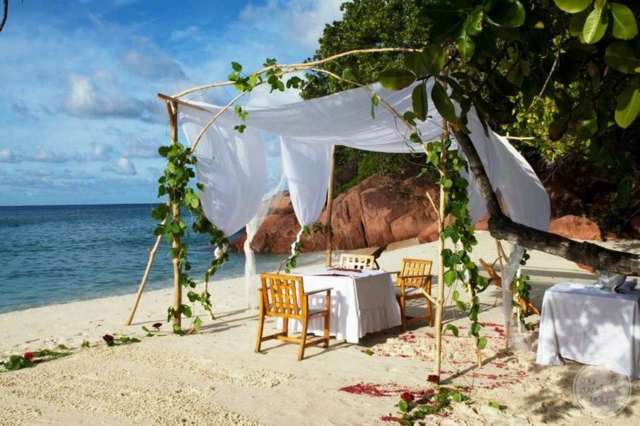 Hotel L'Archipel Seychelles Wedding Ceremony Table
