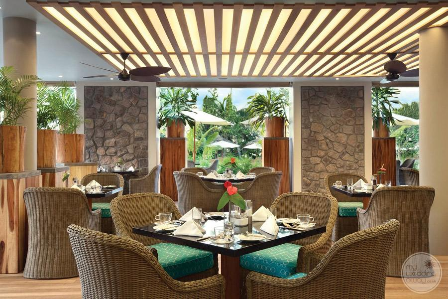 restaurant dining with view of gardens