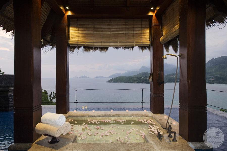 outdoor bath with ocean view