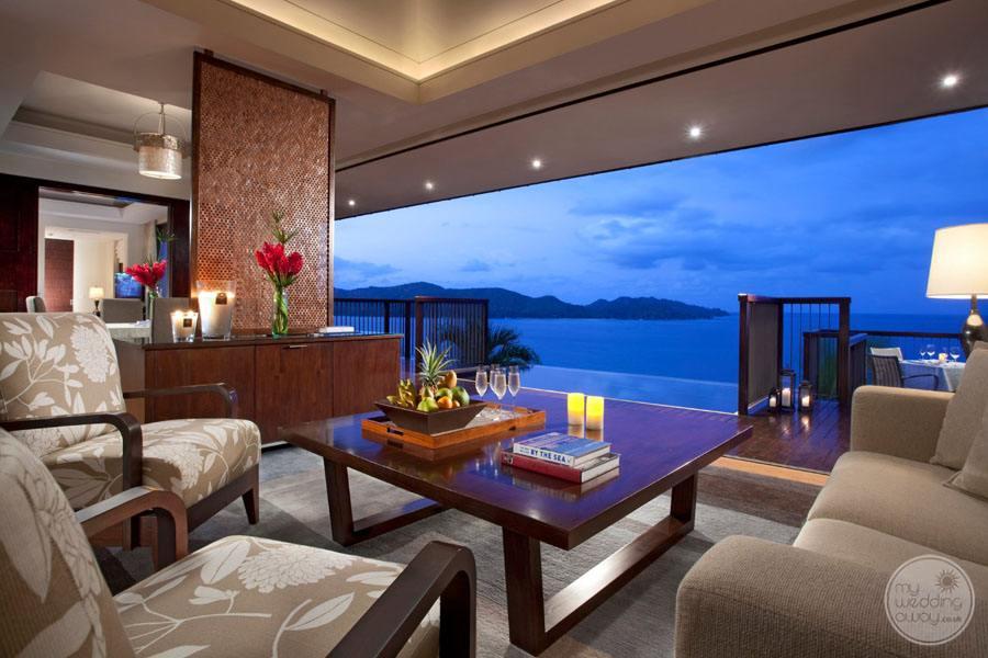 bedrom lounge area overlooking the ocean