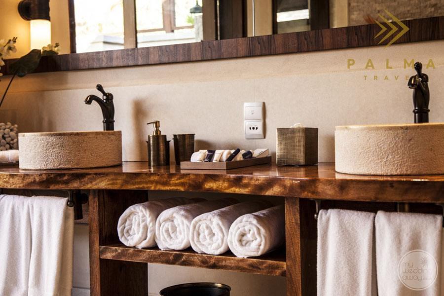 bedroom double sink amenities