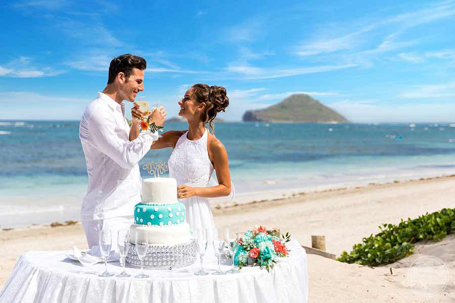 Beach wedding Ceremony with cake