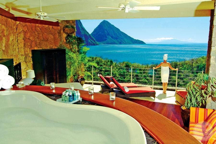 Jade Mountain Room Amenities and View