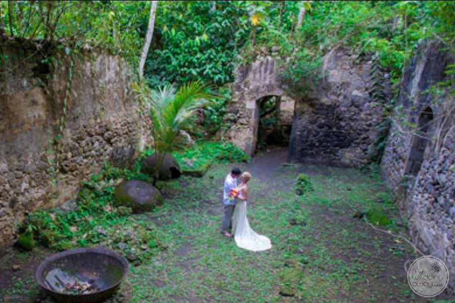 Jade Mountain Wedding Couple in Garden