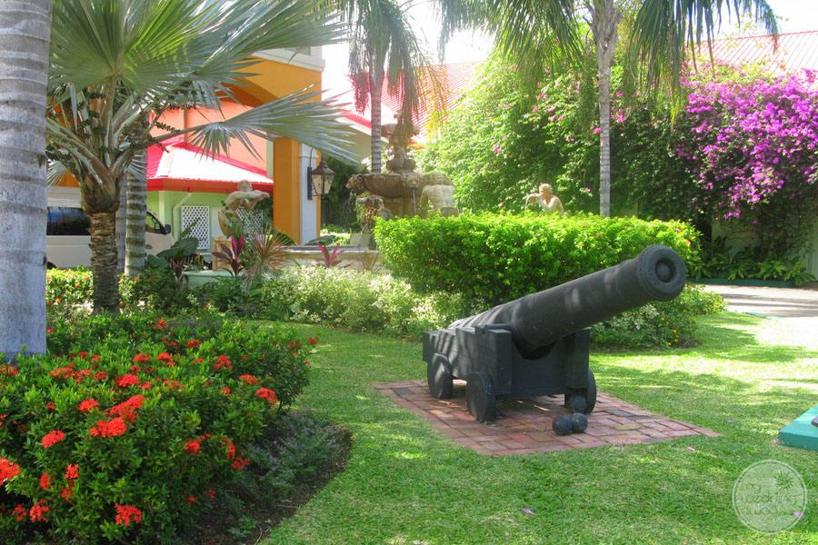 Grounds with cannon as display