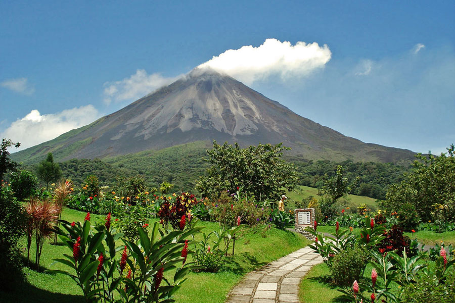 Costa Rica Arenal Volcano- Group wedding travel